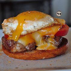 """STEAK AND EGG BREAKFAST SANDWICH Here's a breakfast sandwich by @5280meat that looks unbelievably mouth watering as I sip my morning coffee. The…"""