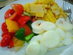 veggie salad , egg white , corn