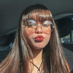 People With Glasses, Girls With Glasses, Aesthetic People, Aesthetic Girl, Fringe Hairstyles, Cool Hairstyles, Bangs And Glasses, Arabian Beauty Women, Peach Makeup