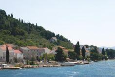 """#Ošljak je ostrovček, okolo ktorého sa plavia mnohí, ale len niektorí sa priviažu a vstúpia naň. My sme tak urobili a objavili pokoj a krásu najmenšieho obývaného ostrova v Chorvátsku a spoznali desiatku """"Valčića"""" - jeho obyvateľov. #viawebtour #jachty http://www.viawebtour.sk/Sluzby/Jachty/"""