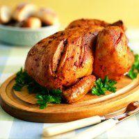 Poulet entier rôti au romarin, sauce à la moutarde et à l'érable - Châtelaine