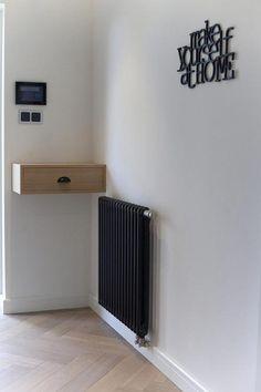 zwarte radiator + zwarte tekst. Mooi.