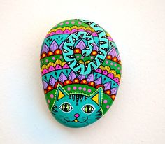 Hand Painted Stone Cat by ISassiDellAdriatico on Etsy https://www.etsy.com/uk/listing/451936122/hand-painted-stone-cat