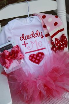 Baby Girl Valentine Tutu Outfit - Daddys Girl - pink and red applique onesie, leg warmers, bow and tutu. I love the shirt!