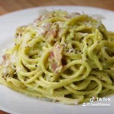 Avocado Carbonara I guess a vegetarian version could have really salty tofu. would be so so yum Avocado Carbonara I guess a vegetarian version could have really salty tofu. would be so so yum Avocado Recipes, Paleo Recipes, Cooking Recipes, Cheesy Recipes, Cooking Food, Quick Recipes, Light Recipes, Cooking Tips, Tasty Videos