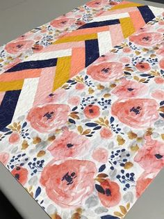 Just Another Hang Up: Beautiful Baby Quilt. Quilt Baby, Baby Quilt Patterns, Baby Girl Quilts, Baby Girl Blankets, Girls Quilts, Modern Baby Quilts, Baby Quilt For Girls, Quilted Baby Blanket, Owl Quilts