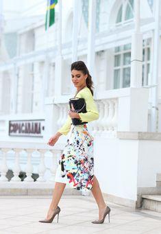 Saia: Zara / Camisa: Calvin Klein / Bolsa: Chanel / Sapato: Jimmy Choo