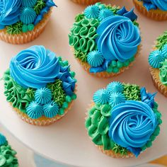 Delight in the beauty of the land and sea with these bold and beautiful Happy Earth Day cupcakes. Decorated using a variety of piping techniques, including the rosette, ruffle, star and dots, these cupcakes are a tasty and fun way to celebrate the Earth's Cake Decorating Company, Creative Cake Decorating, Wilton Cake Decorating, Creative Cakes, Cupcakes Design, Love Cupcakes, Cake Designs, Ocean Cupcakes, Tropical Cupcakes