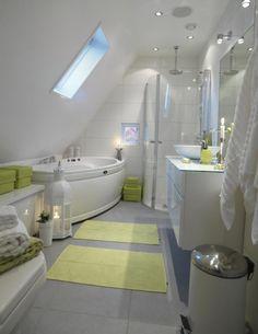 Wunderbar Glasdusche Mit Eck Einstieg Und Whirlpool Badewanne Badezimmer Dachschräge,  Dachgeschoss Schlafzimmer, Dachboden,