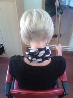 Bobbed girls | Haircut, headshave and bald fetish blog