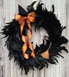 Halloween Chique, Halloween Witch Wreath, Dollar Tree Halloween, Creepy Halloween Decorations, Spooky Decor, Halloween Party Decor, Fall Halloween, Happy Halloween, Scary Halloween