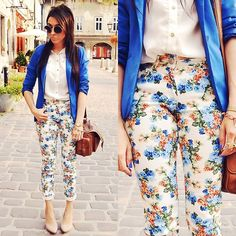 Floral pants (by Pam S) Floral Fashion, Love Fashion, Trendy Fashion, Fashion Outfits, Fashion Trends, Fashion Ideas, Pink Shoes Outfit, Floral Pants Outfit, Fall Winter Outfits
