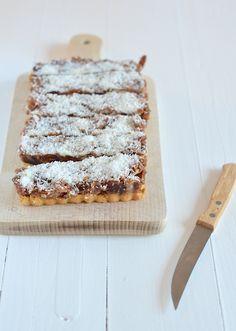 dadeltaart - healthy datetart - pecan pie - no sugar Raw Food Recipes, Sweet Recipes, Baking Recipes, Cake Recipes, Healthy Sweets, Healthy Baking, Good Food, Yummy Food, Chocolate Sweets