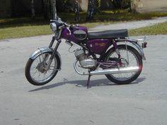 Jawa-moto-Jawa-90-Roadster-monocylindre-2-temps-89cc-100kmh-1967-freins-à-tambour-suspension-avant-arriere-moto-Jawa-CZ-Prague-Tchecoslovaquie-Europe.