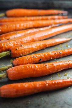 These colorful, roasted Low Fodmap Maple Dijon Carrots look elegant, but are easy enough for a weeknight side dish! They're also gluten free and dairy free! Healthy Side Dishes, Healthy Meals For Kids, Side Dish Recipes, Healthy Eating, Easy Meals, Low Fodmap Vegetables, Veggies, Vegetarian Recipes, Healthy Recipes