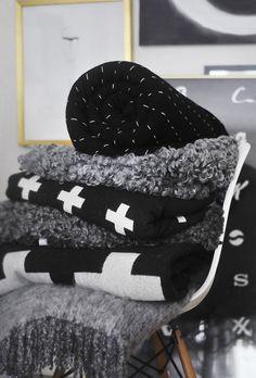 Black and white interior - http://www.homedecoz.com/home-decor/black-and-white-interior/