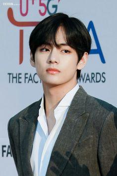 kim taehyung aka my death 💀🔥 Daegu, Jung Hoseok, Kpop, Jimin, Bts Kim, Bts Facts, V Bts Wallpaper, Les Bts, Kim Taehyung