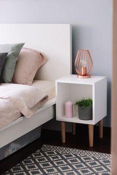 Metamorfoza sypialni z wykorzystaniem palety Hazy z kolekcji Tikkurila Color Now 2017 - blogerka Kamperki.com Nightstand, Decor, Color, Furniture, Table, Space, Home, Home Decor