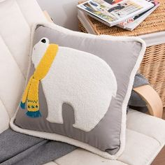 樂荷公園 新年礼品北极熊毛绒沙发靠垫 纯棉汽车办公抱枕被子两用