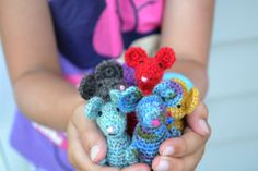 Cuuute! Crochet mouse free pattern.   Scroll way down to the bottom for a link to make a mouse hat & scarf, and even a mouse bed! ..