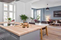 Skovin Elegant tregulv på Frogner i flott leilighet Dining Table, Flooring, Living Room, Elegant, Wood, Kitchen, Furniture, Home Decor, Modern