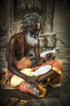 Yoga Poses And What They Achieve Sadhus India, Mother India, Amazing India, Foto Art, Portraits, People Of The World, Gods And Goddesses, World Cultures, Belle Photo
