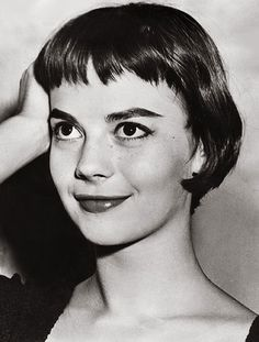"""She starred in such New York classics as """"Miracle On Street"""" and """"West Side Story"""" and now police have reopened the case of the death of screen legend Natalie Wood. Natalie Wood, Short Bangs, Short Hair Cuts, Short Hair Styles, Fotografia Retro, Chic Short Hair, 50s Glamour, Baby Bangs, Splendour In The Grass"""