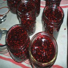 Homemade BlueberryRaspberry Jam Real Food is part of Homemade Blueberry Raspberry Jam Real Food Mother Earth News - Combine your favorite summer berries to make this sweettart longcooking jam Blueberry Raspberry Recipes, Blueberry Jam, Strawberry Recipes, Jam Recipes, Canning Recipes, Real Food Recipes, Jelly Recipes, Healthy Recipes