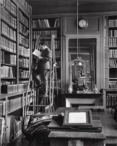 Andre Kertesz, Library Ladder, Library Books, Library Humor, Reading Books, Budapest, Manila, People Reading, Contemporary Photography