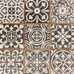 33×33 Portugese Tegels – Zwart Mix
