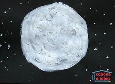 peinture blanche avec de la farine pour donner de l'épaisseur et marques de bouchons de bouteille