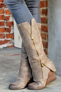 ....seriously amazing boots....cant wear them with my big ol calves but a girl can dream Ugg boots give them to me now and I mean now because if my friends saw me wearing them they would freak out. All my friends love bows and what a perfect way to uggshoes2015.net