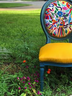 Otomi Chairs Brighten Up a Family's New Home - Chair Whimsy Funky Chairs, Old Chairs, Colorful Chairs, Modern Chairs, Mexican Home Decor, Funky Home Decor, Funky Furniture, Painted Furniture, Painted Chairs