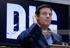 http://media.gettyimages.com/photos/jason-isaacs-rings-the-nyse-closing-bell-at-new-york-stock-exchange-picture-id465285478