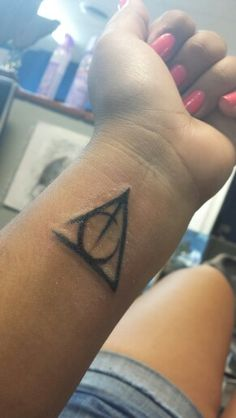 Not a big fan of the placement, I would need one that I could hide. But I love the look of this. Deathly Hallows Symbol, Hp Tattoo, Tattoo People, Harry Potter Tattoos, Fairytale, Tatting, Body Art, Piercings, Tattoo Ideas