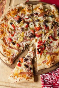 This Muffaletta pizza recipe with the salami, ham, cheese and olive salad just might taste even better than the classic sandwich! www.lemonsforlulu.com
