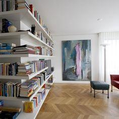 Private interior by Annekoos Little interiorarchitects BNI #interior #interieur #annekoos #bni #architecture #books #livingroom