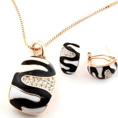 """Set bijuterii placate cu aur 18k """"Black & White"""" www.bodyandbijoux.ro"""