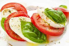 Cette salade légère constitue un excellent repas pour le midi. Accompagnez-la d'une tranche de pain ... - Shutterstock