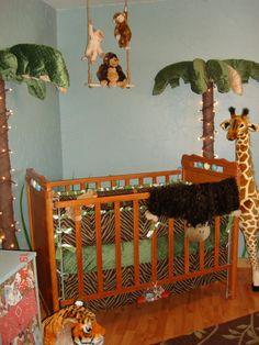 Cute jungle theme baby's room