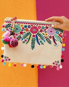 Nothing says Cinco de Mayo like an embroidered pom-pom clutch 💃🎉😍 Viva La! I've rounded up 16 FAVORITES that are all fun, bright, and… Embroidery Bags, Embroidery Stitches, Embroidery Patterns, Mexican Embroidery, Embroidery Fashion, Vintage Embroidery, Pom Poms, Pom Pom Clutch, Handmade Bags