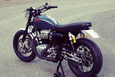 The German accessory firm LSL has rebuilt the Kawasaki twin into a high-tech cafe racer. Too many parts to list here, but highlights include customized Öhlins forks and shocks, twin Galfer brake discs with a Brembo master cylinder, and a tweaked Read Vintage Motorcycles, Custom Motorcycles, Custom Bikes, Cars And Motorcycles, Kawasaki Cafe Racer, Kawasaki Motorbikes, Kawasaki Motorcycles, Bobber, Moto Scrambler