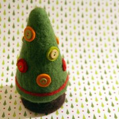 Little Christmas tree using needle felting and buttons.