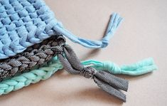 Tawashi the DIY of knitting zero waste sponge Knitting Projects, Knitting Patterns, Sewing Projects, Diy Projects, Diy Sponges, Tshirt Garn, Recycle Old Clothes, Crochet Diy, Diy Photo