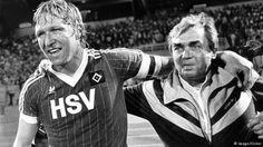 Enttrohnte Rekordhalter: Hamburgs Hrubesch (l.) und Coach Happel blieben 36 Spiele ungeschlagen Hamburger Sv, Kids Soccer, Uefa Champions League, Big Men, Good Old, Stars, Rome, Souvenirs, Legends