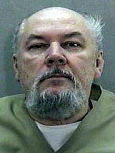 Richard Kuklinski.  En 1988 fue sentenciado a dos cadenas perpetuas. Hubiera alcanzado la condicional en 2046, a los 111 años, pero no llegó a cumplir 71 pues murió por causas desconocidas en la prisión de Trenton (Nueva Jersey) en el 2006.Poco antes había reconocido el asesinato de casi doscientas personas.