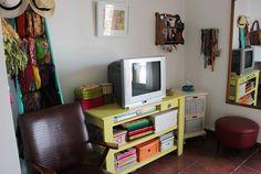 Casa Chaucha (mueble del televisor, y varios ordenadores)