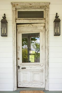 This photo is genuinely an amazing design concept. Vintage Doors, Antique Doors, Architectural Salvage, Architectural Elements, Farm Door, Creole Cottage, Plans Architecture, Cottage Door, Concrete Houses