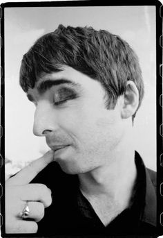 Twitpic - Share photos and videos on Twitter Oasis Music, Liam And Noel, Oasis Band, Look Back In Anger, Liam Gallagher, Britpop, Nikki Sixx, Pop Rocks, David Bowie