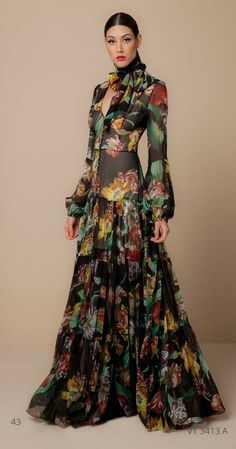 Petite Fashion Tips .Petite Fashion Tips Couture Fashion, Boho Fashion, Fashion Dresses, Fashion Design, Petite Fashion, French Fashion, Style Fashion, Fashion Beauty, Fashion Tips